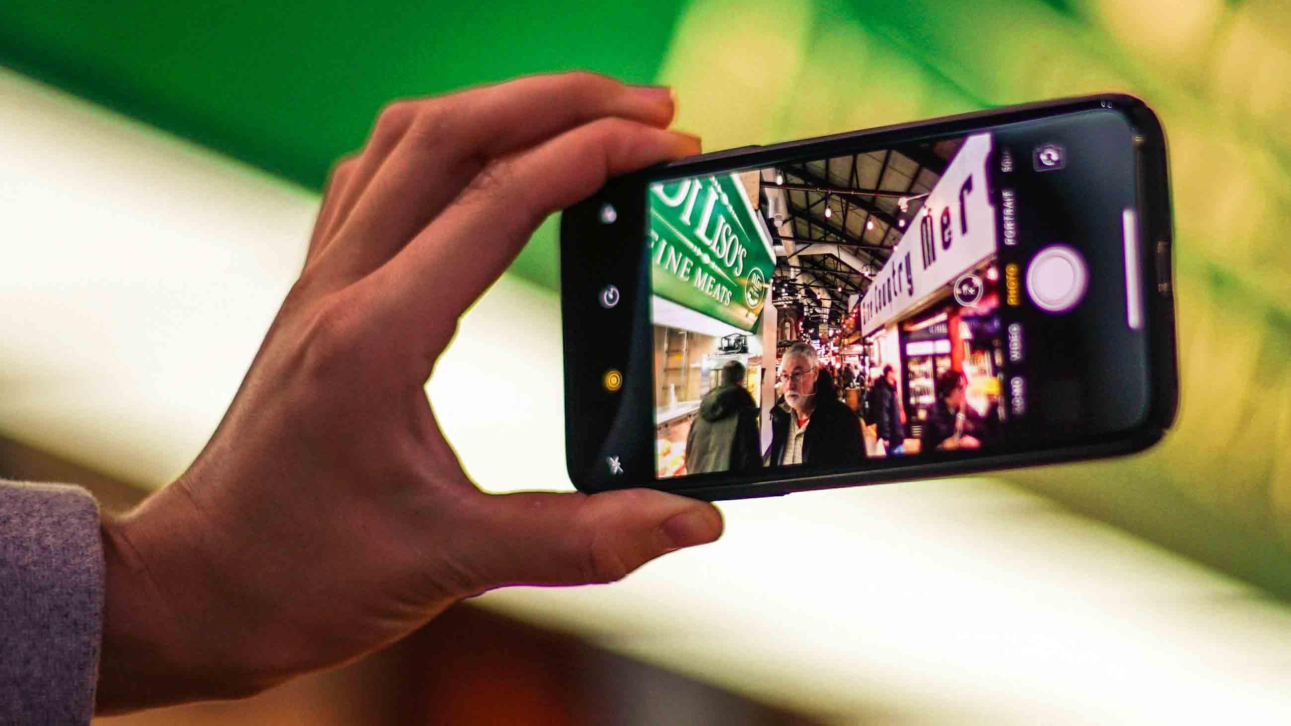 'Papel', la revista multicanal de 'El Mundo', regala unas gafas de cartón cardboard de realidad virtual.