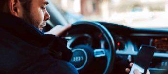 Nueva multa por conducir con el teléfono en la mano, 200 euros y 6 puntos.