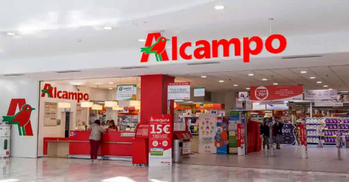 puerta principal de un supermercado de alcampo