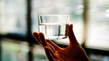 ¿Beber agua adelgaza? No, esta es la explicación científica