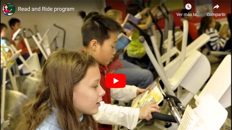 Video de cómo niños leen a la vez que pedalean