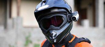 ¿Me pueden poner una multa por llevar cámara en el casco de la moto?