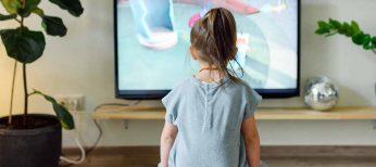 ¿Es malo que los niños vean la televisión? Cómo evitarlo y negociar con ellos