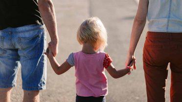Ayudas a familias de 475 euros al mes contra la pobreza infantil en Barcelona