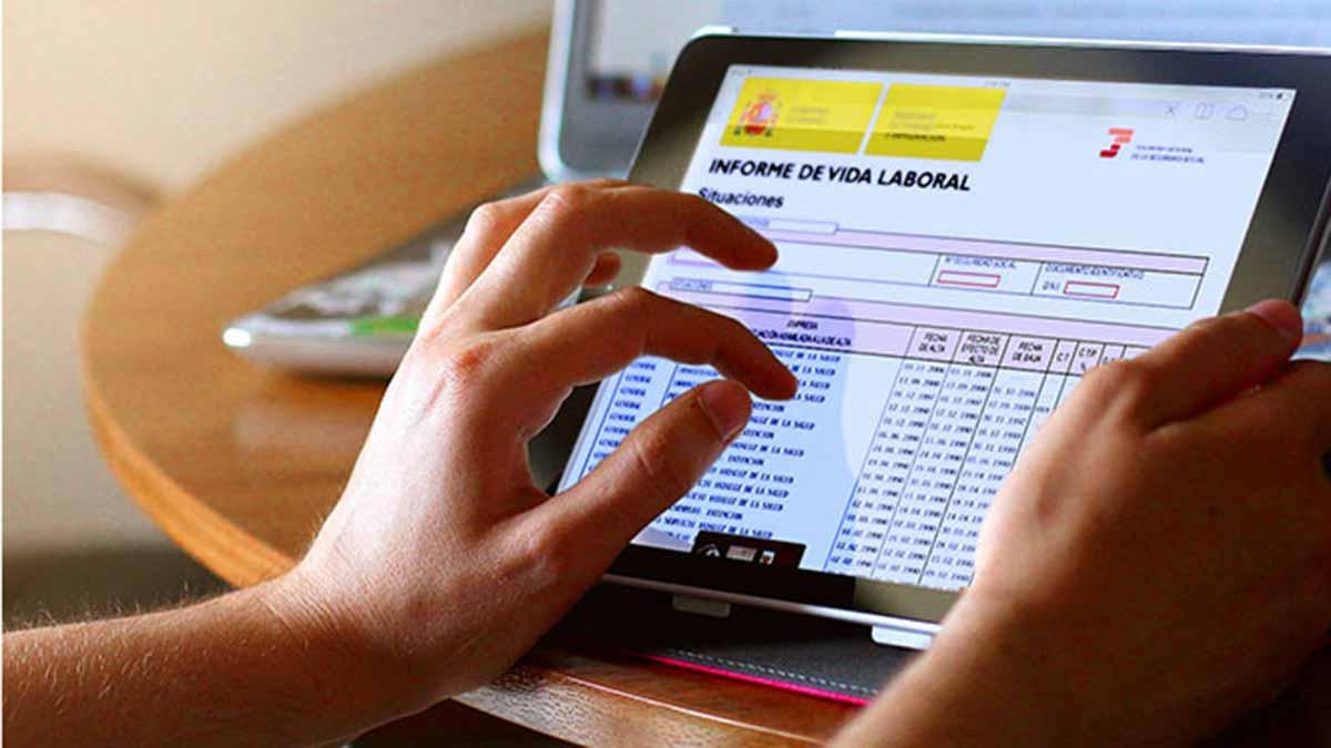 Ya se puede consultar la vida laboral a través del teléfono con un SMS.