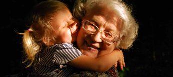 Día de los abuelos: soledad, pobreza y sin sueldo como cuidadores de nietos