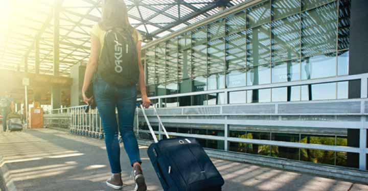 Las becas Erasmus permiten viajar a otros países.
