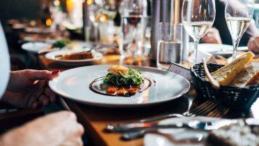 Los restaurantes están obligados a darte las sobras de la comida en un táper