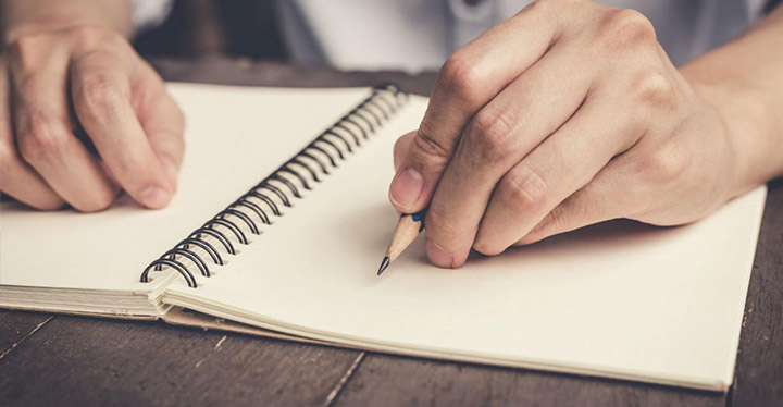Empezar a escribir un libro y enfrentarse a la hoja en blanco.