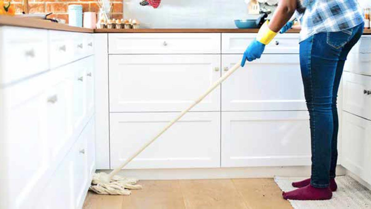 Puedes hacer un contrato a una empleada de hogar de palabra, de forma oral