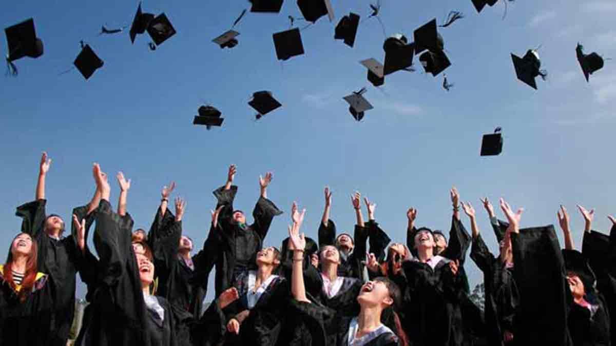 Graduación escolar con las becas MEC