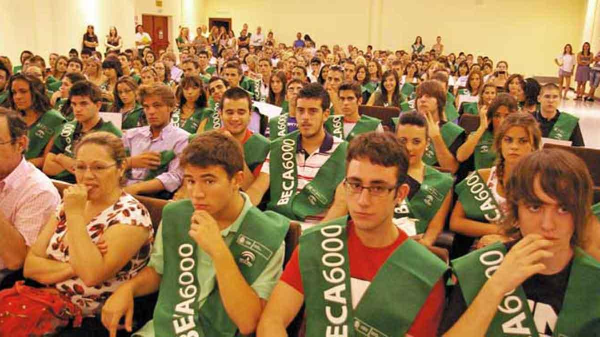 Estudiantes graduados de la beca 6000